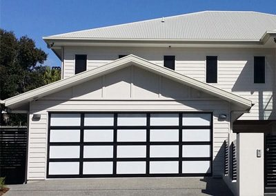 Inspirations® garage door – aluminium frame with white aluminium composite panel inserts