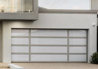 Inspirations® garage door – aluminium frame with acrylic inserts