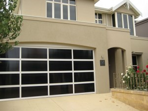 Inspirations garage door – aluminium frame with Dark Bronze polycarbonate multiwall inserts