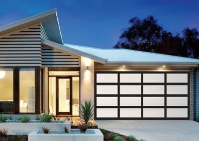 Inspirations® garage door - aluminium frame with acrylic inserts